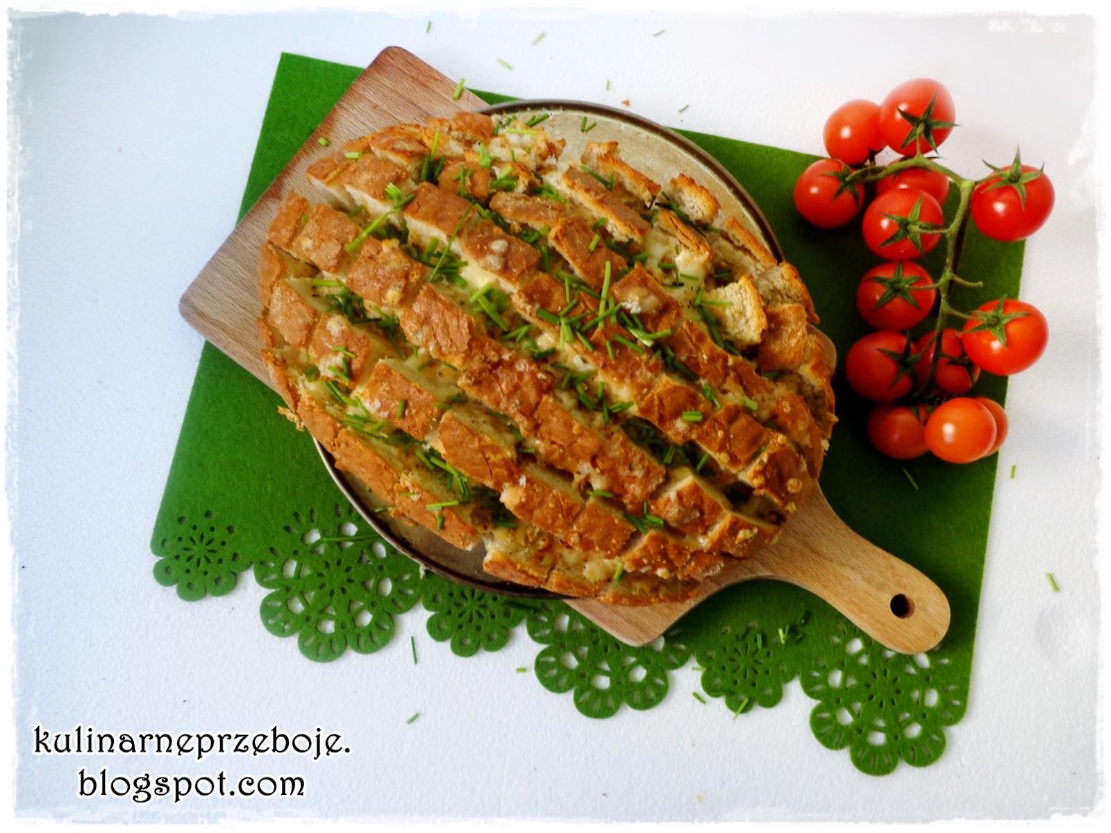 Ciągnący się chleb (z mozzarellą) krojony w kratkę (bloomin' bread)