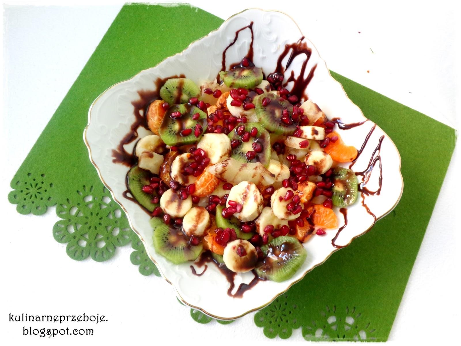 Sałatka owocowa polana czekoladą