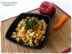 Surówka z kapusty pekińskiej (z marchewką, jabłkiem i koperkiem)