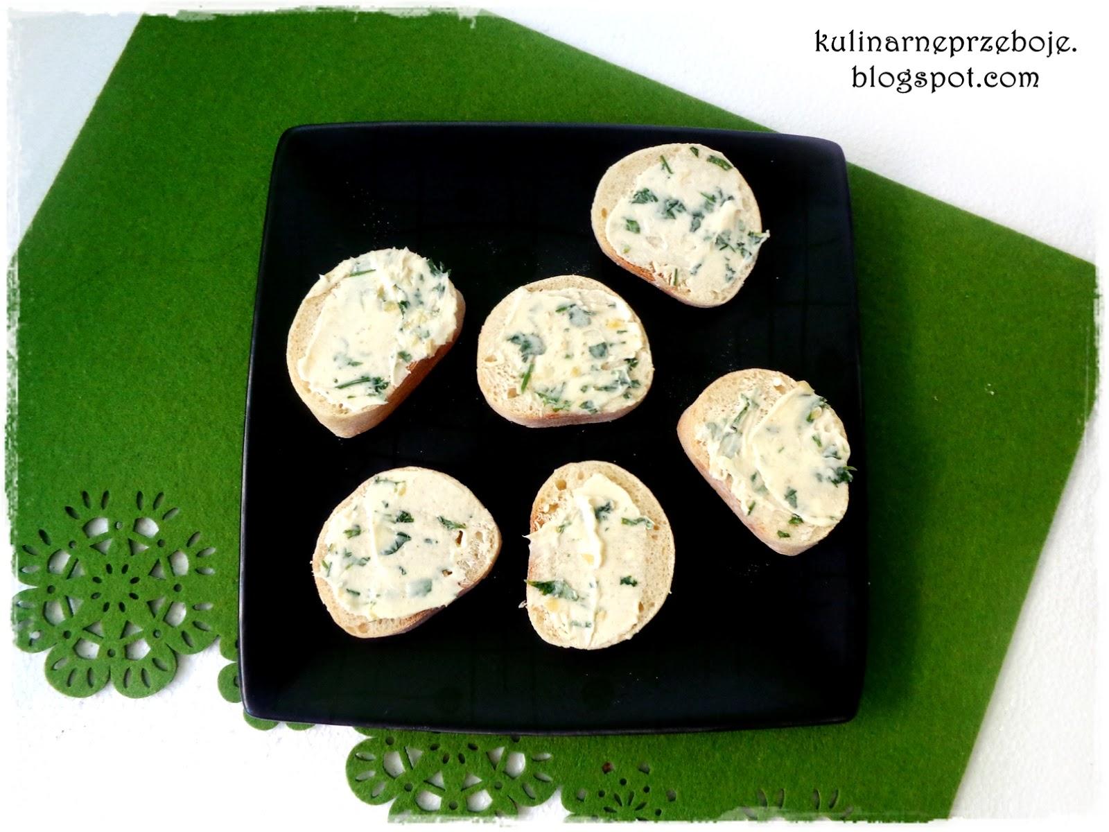 Grzanki czosnkowe (pieczywo czosnkowe) z masłem