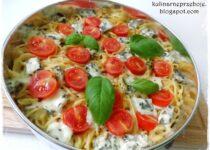 Pizza makaronowa z serem pleśniowym