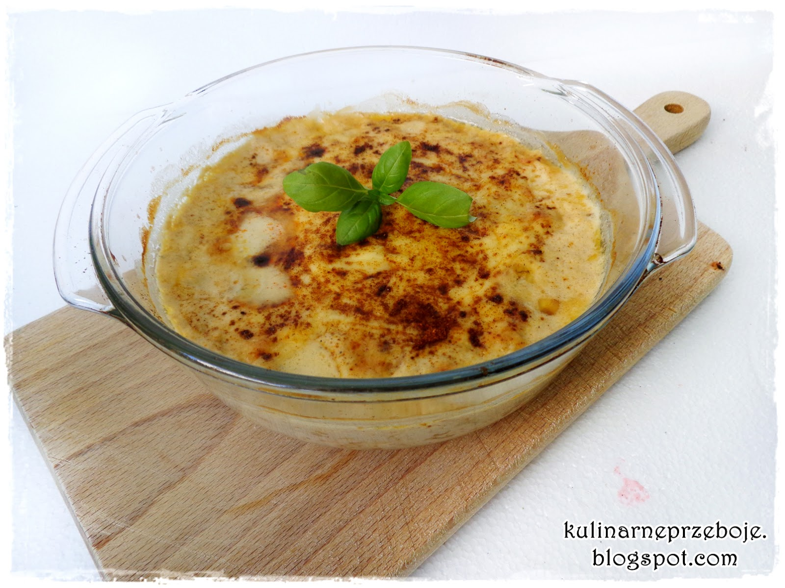 Szparagi zapiekane w sosie serowym