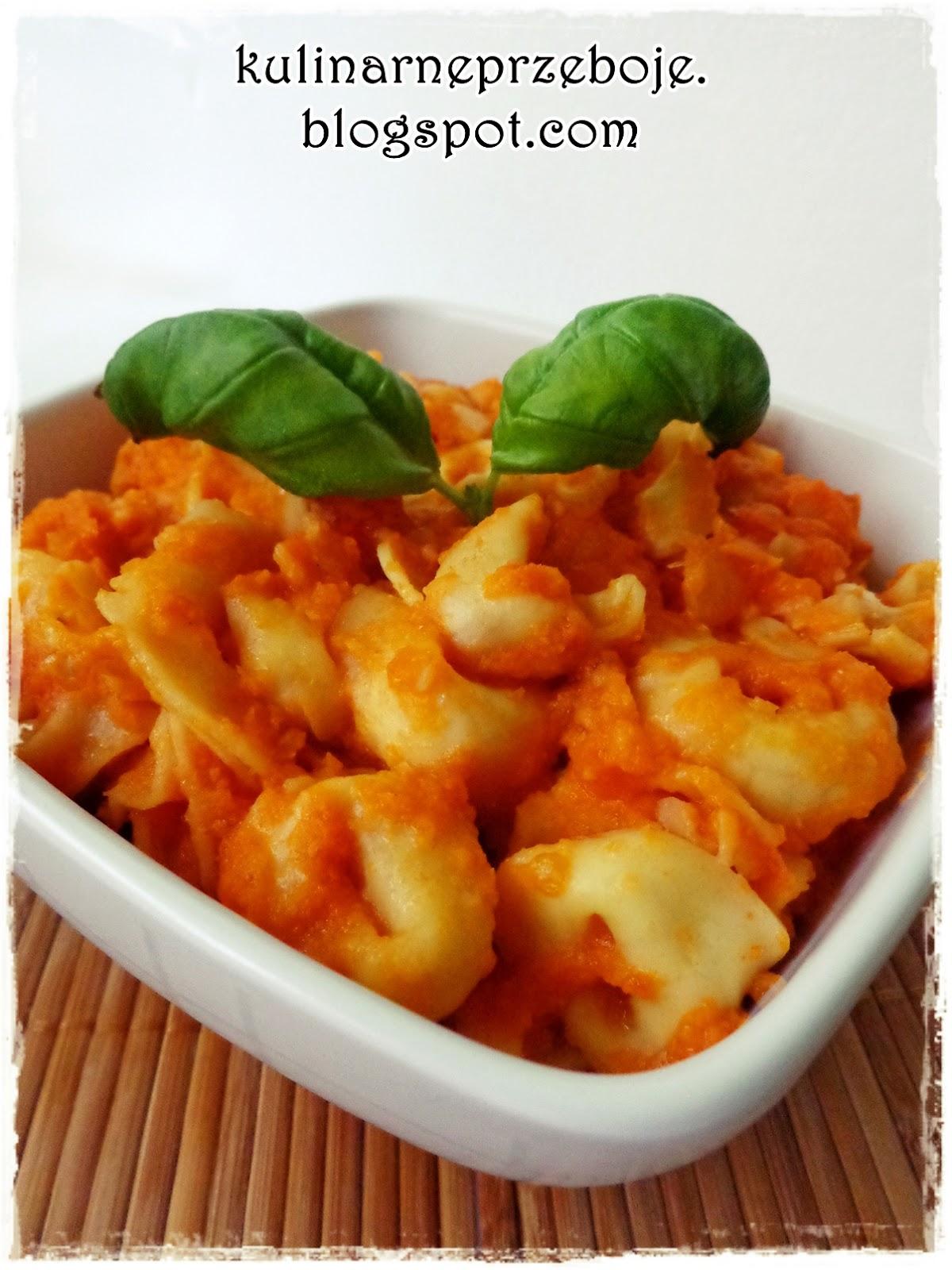 Szybki obiad, czyli tortellini w sosie pomidorowym