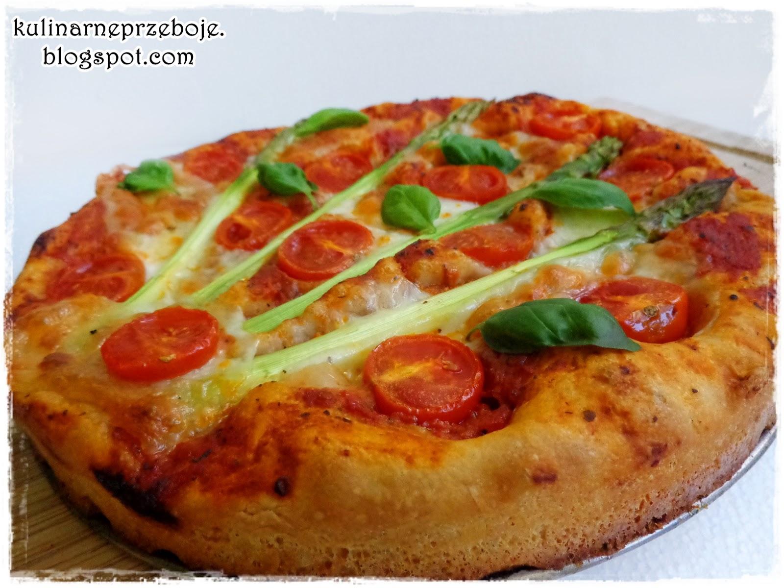 Pizza ze szparagami i mozzarellą