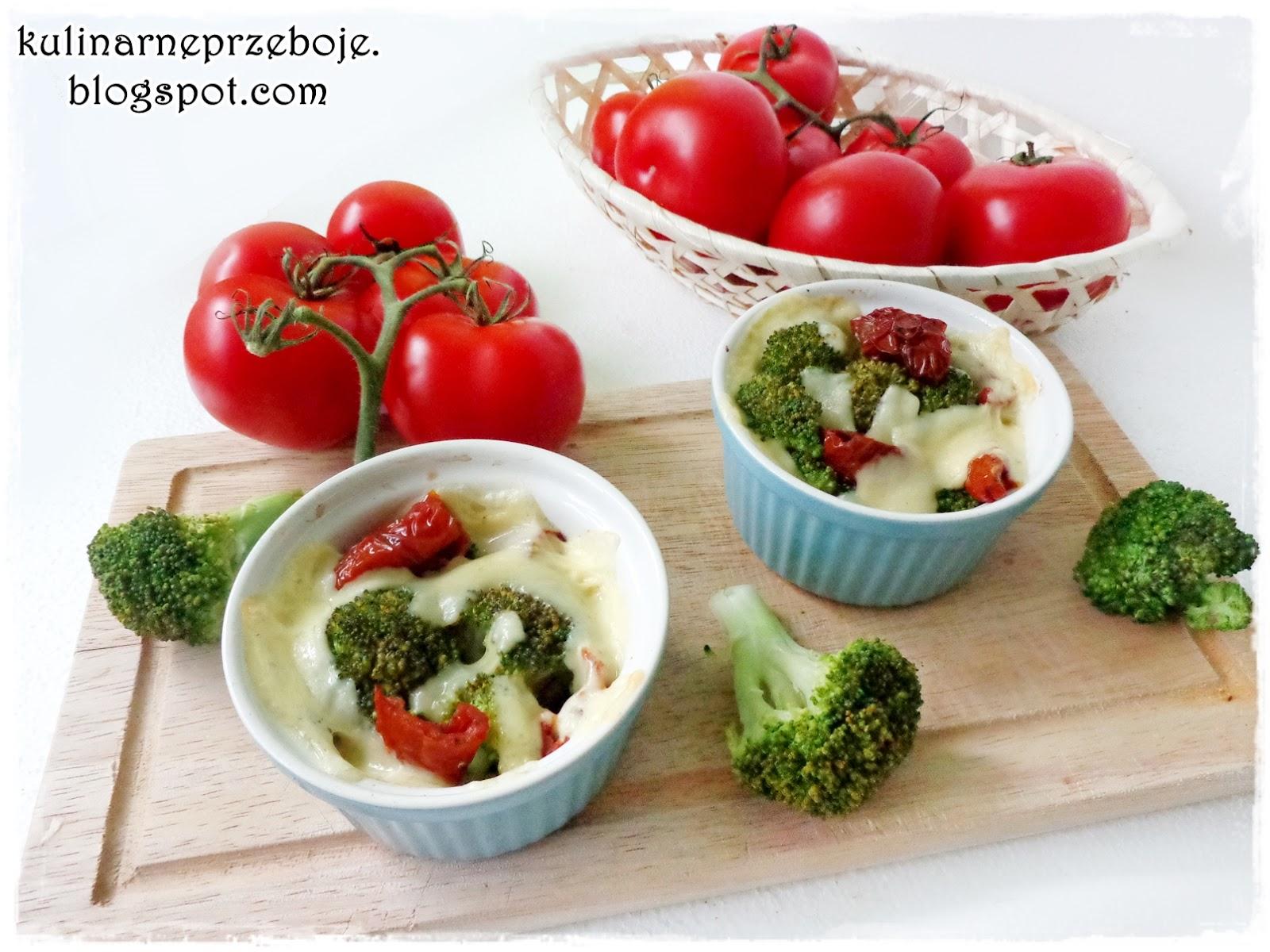 Brokuły w kokilkach z suszonymi pomidorami i serem