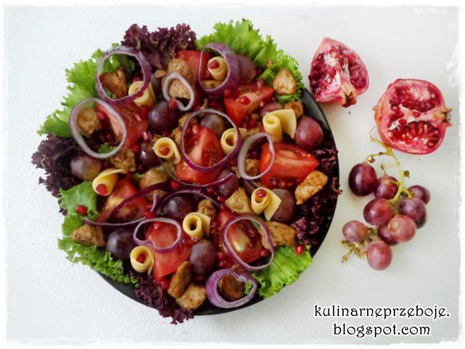 Sałatka z kurczakiem, granatem i winogronami