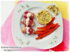 Pieczony camembert z tymiankiem, marchewką i kurczakiem