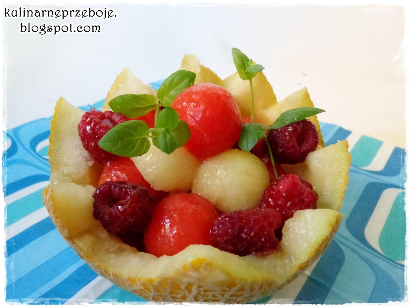 Sałatka owocowa z melonem, arbuzem i malinami