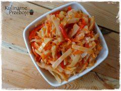 Sałatka w słoikach (z białej kapusty, papryki i marchewki)