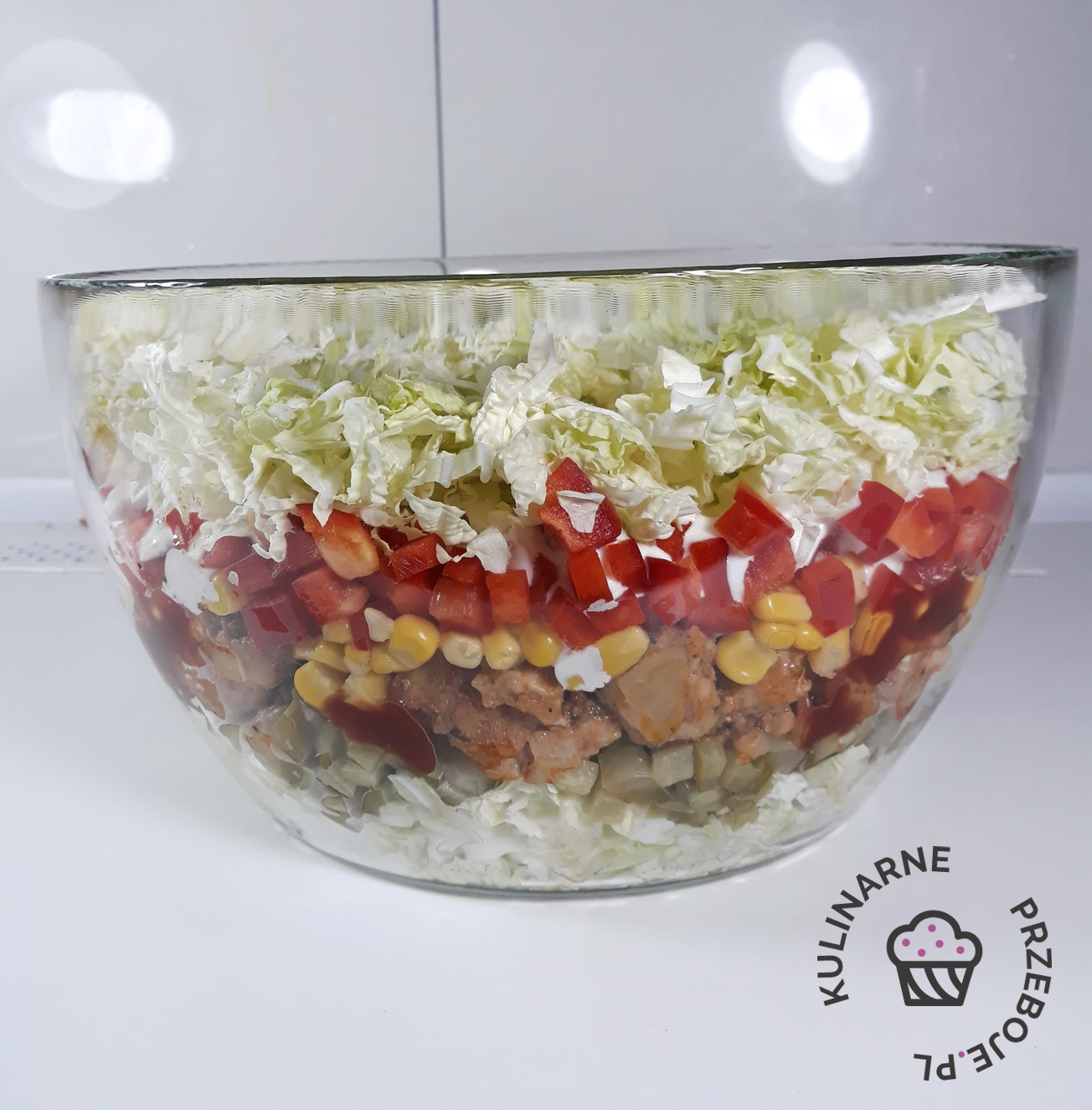 sałatka gyros z sosem czosnkowym