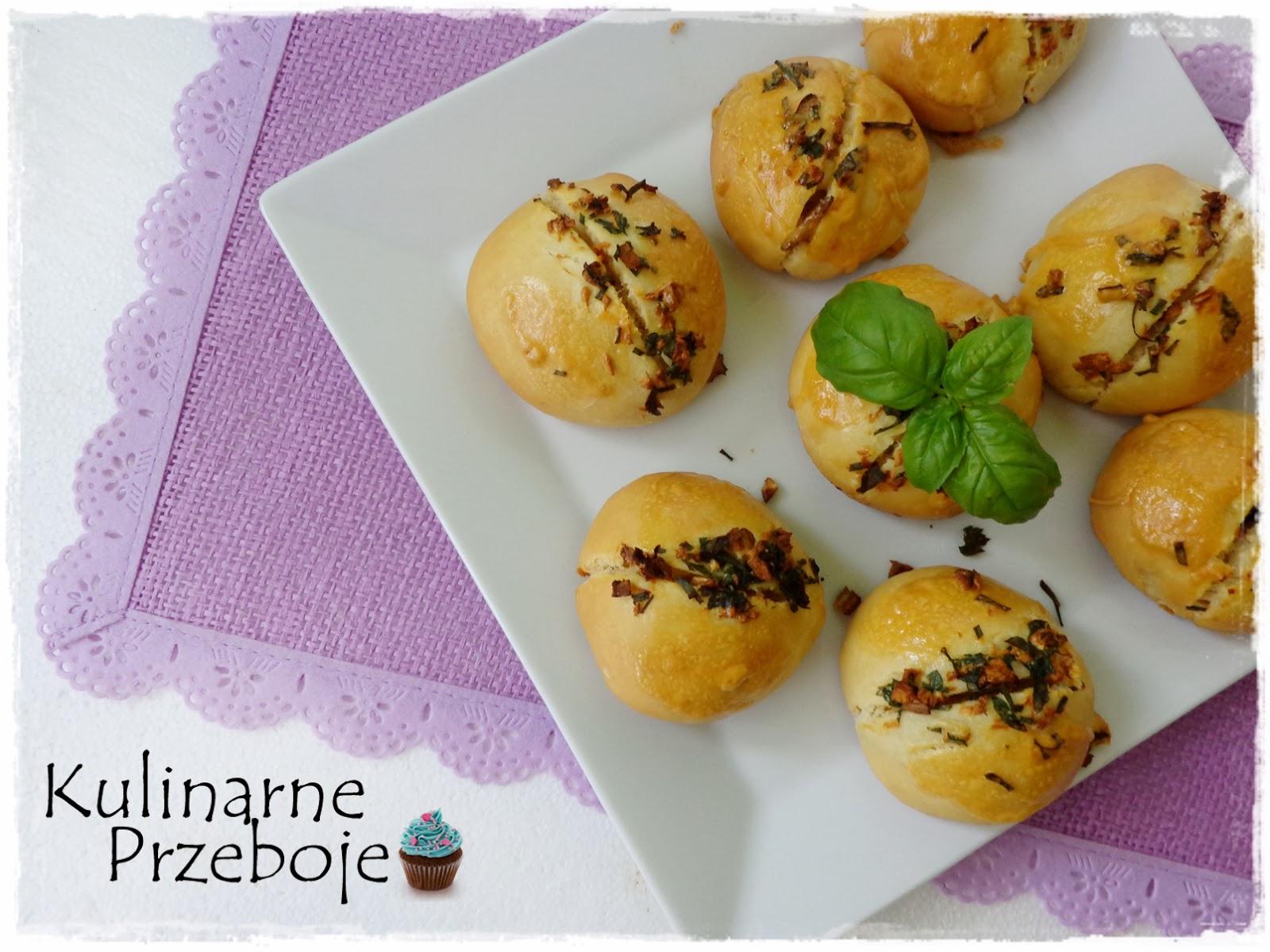 Bułeczki z czosnkiem i ziołami (na maślance)