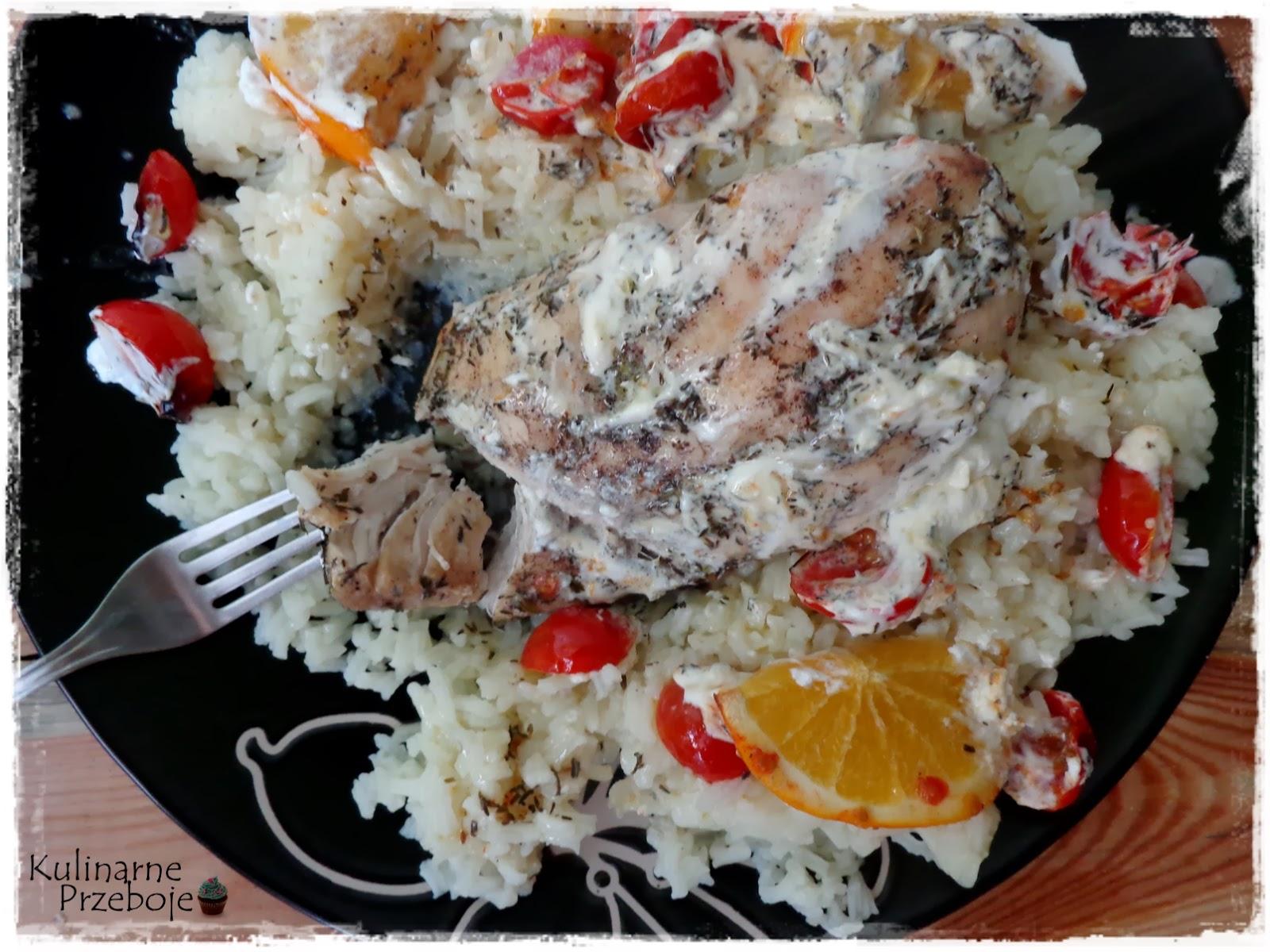 Kurczak zapiekany z kozim serkiem i pomidorkami koktajlowymi