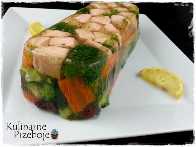 Ryba ( łosoś) w galarecie z brokułami