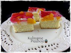 Ciasto z brzoskwiniami, kremem i galaretką