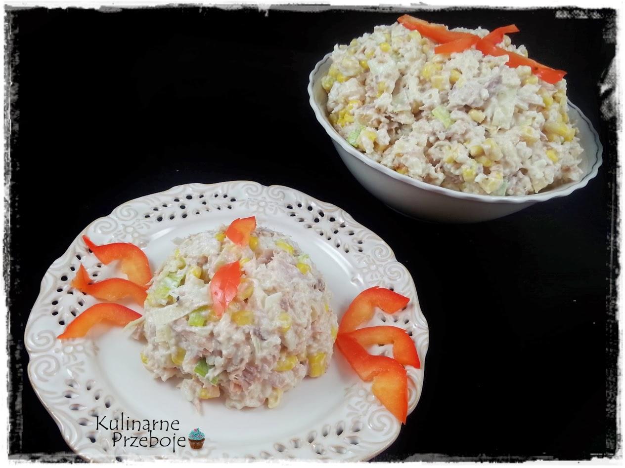 Sałatka z tuńczykiem, ryżem, kukurydzą i wędzonym serem