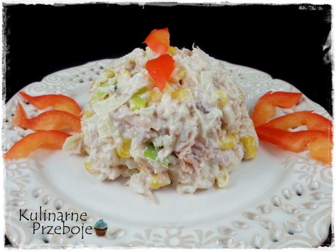 Salatka Z Tunczykiem Ryzem Kukurydza I Wedzonym Serem