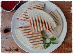 Quesadilla (tortilla) z salami i serem