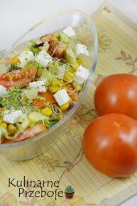 Sałatka z serem feta, kiełkami i mixem sałat