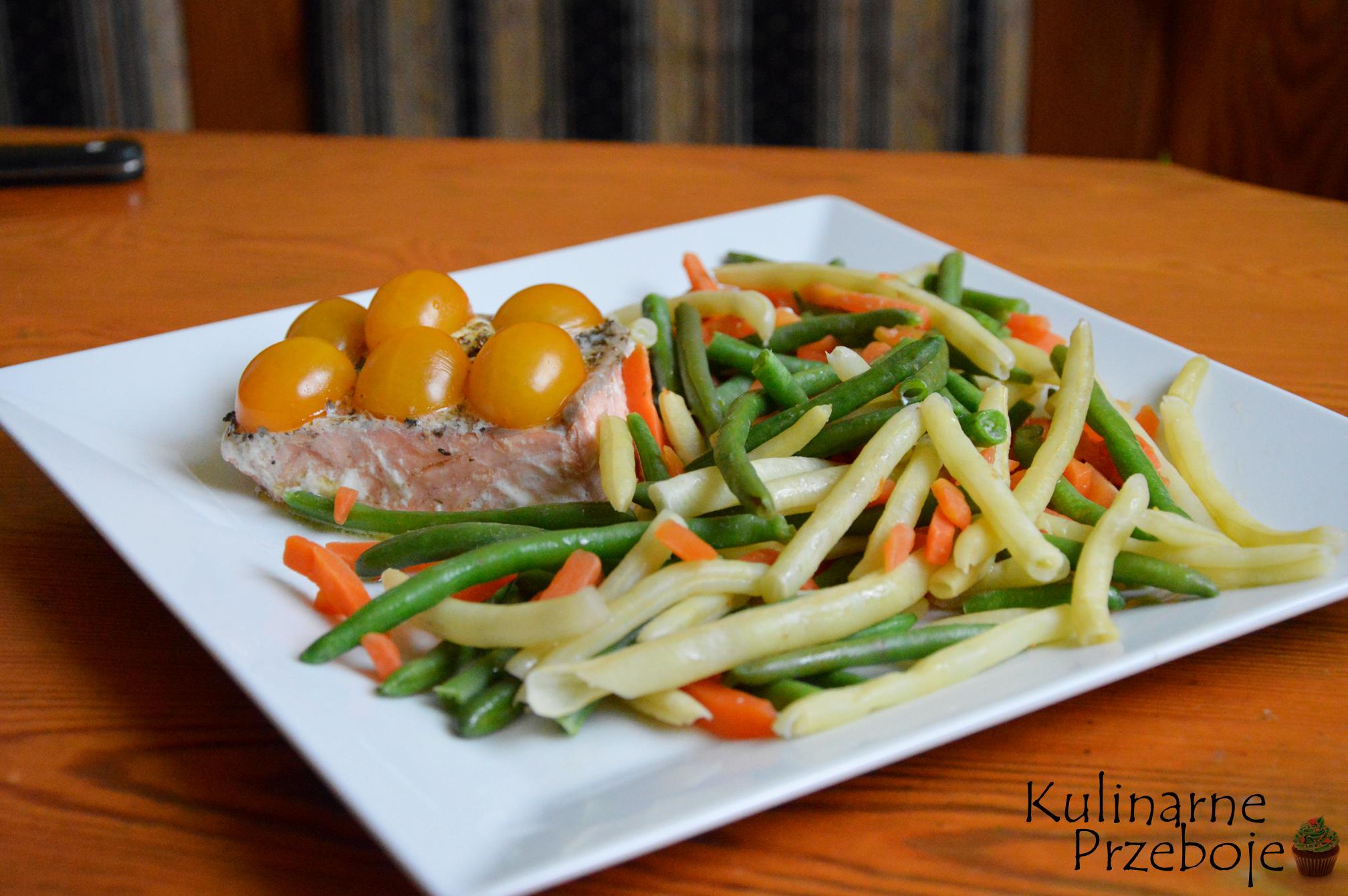 Delikatny łosoś i warzywa na parze