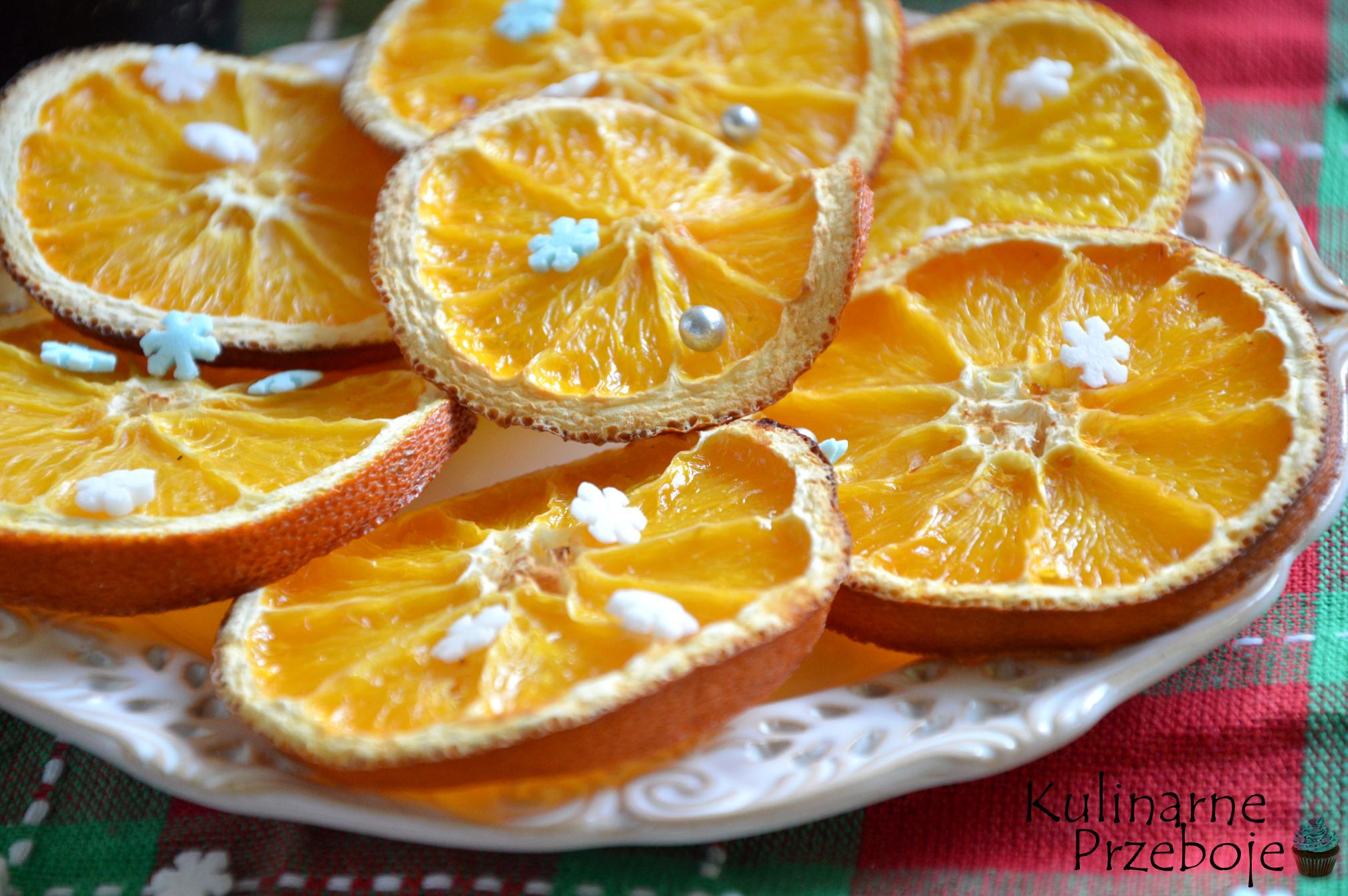 Suszone pomarańcze są idealną ozdobą na choinkę
