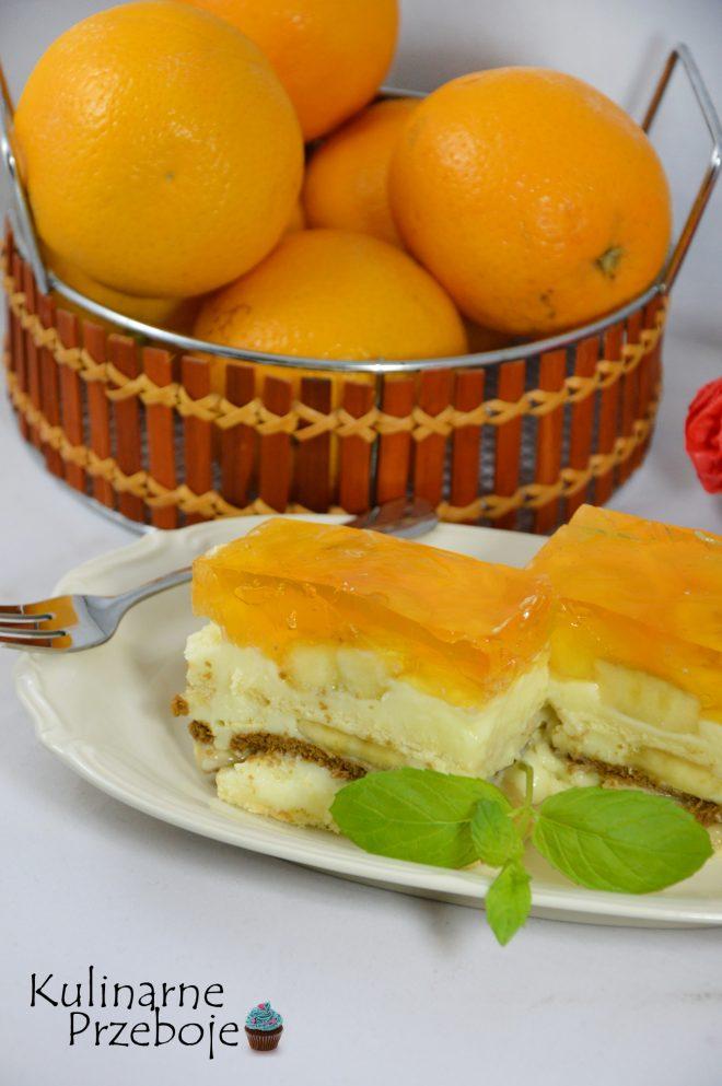 Smaczne i szybkie ciasto bez pieczenia, bananowe z herbatnikami oraz galaretką pomarańczową