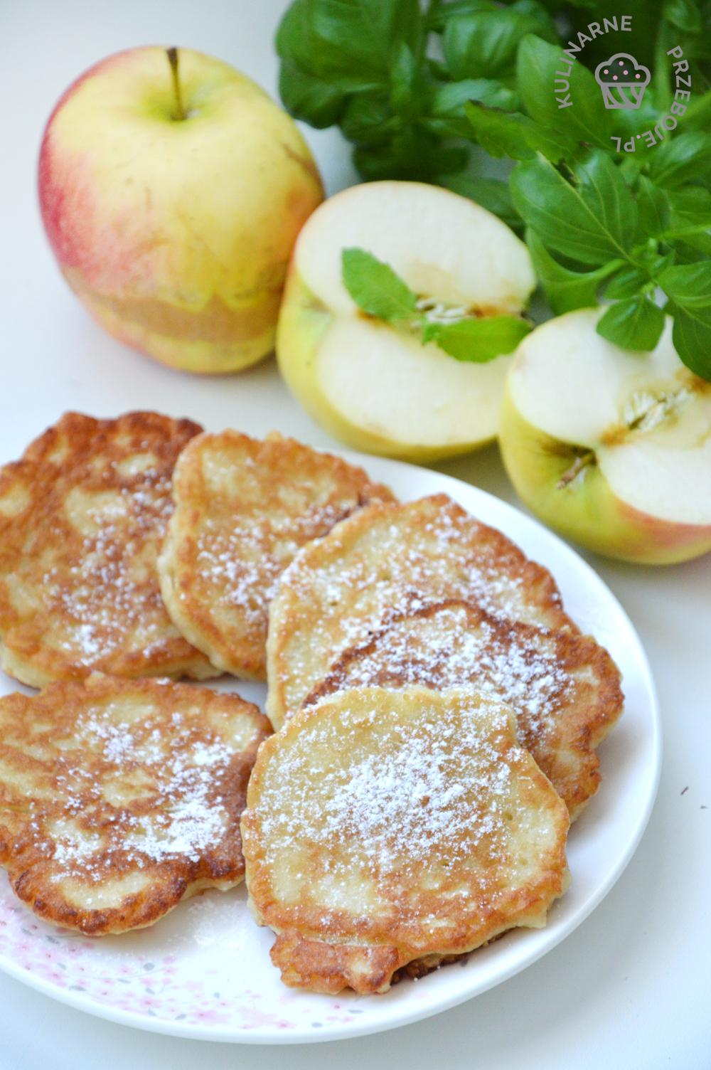 placki z jabłkami tartymi