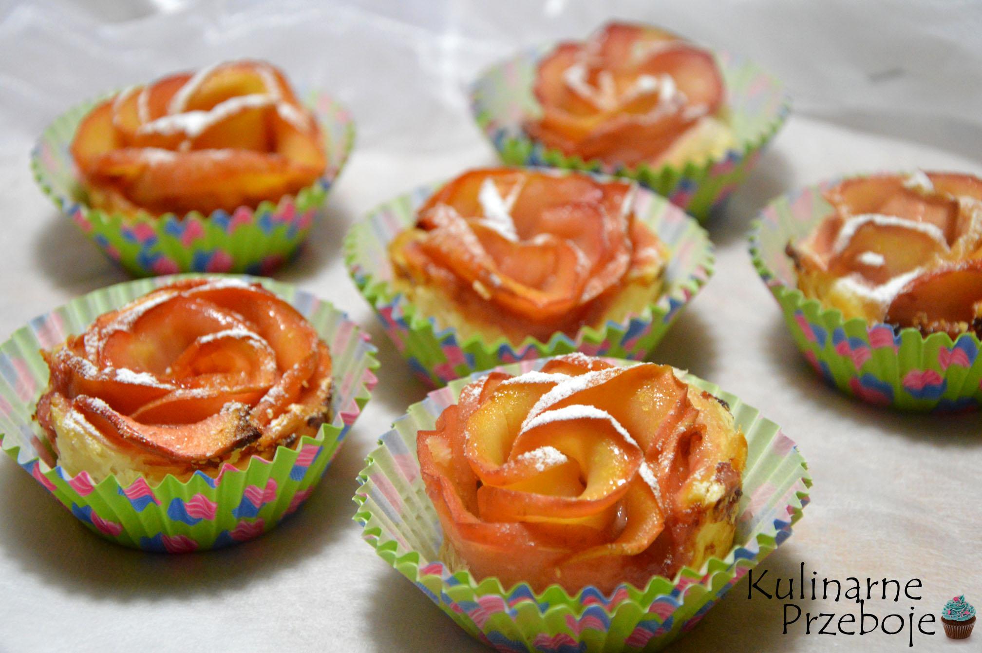 róże z ciasta francuskiego i jabłek