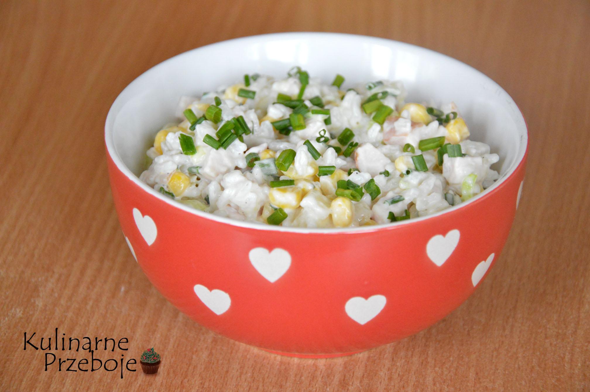 sałatka z wędzonym kurczakiem i ryżem
