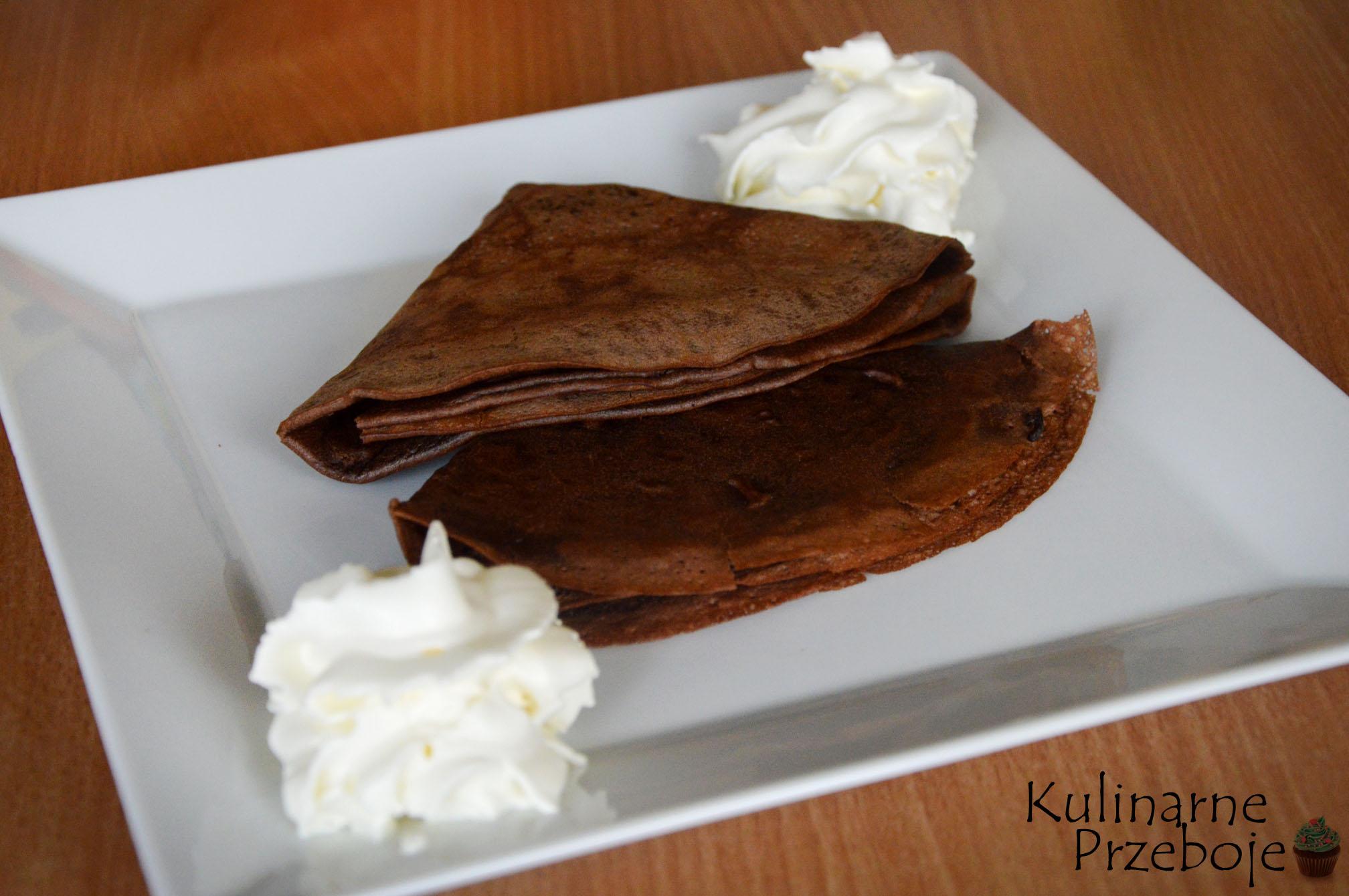Słodkie naleśniki czekoladowe