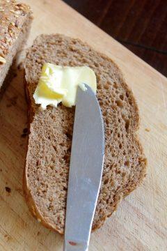 Sprawdzone domowe sposoby na twarde masło