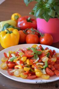 Prosta sałatka paprykowo – pomidorowa