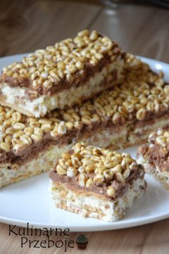 Ciasto Kinder Country bez pieczenia, pyszny deser z białą czekoladą, herbatnikami i pszenicą w miodzie