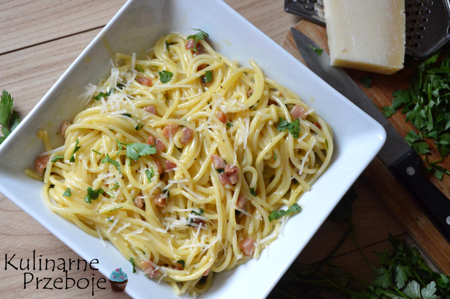 Szybki i przepyszny obiad, spaghetti carbonara z wędzonym boczkiem i parmezanem