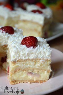 Pyszne ciasto bez pieczenia z truskawkami, raffaello