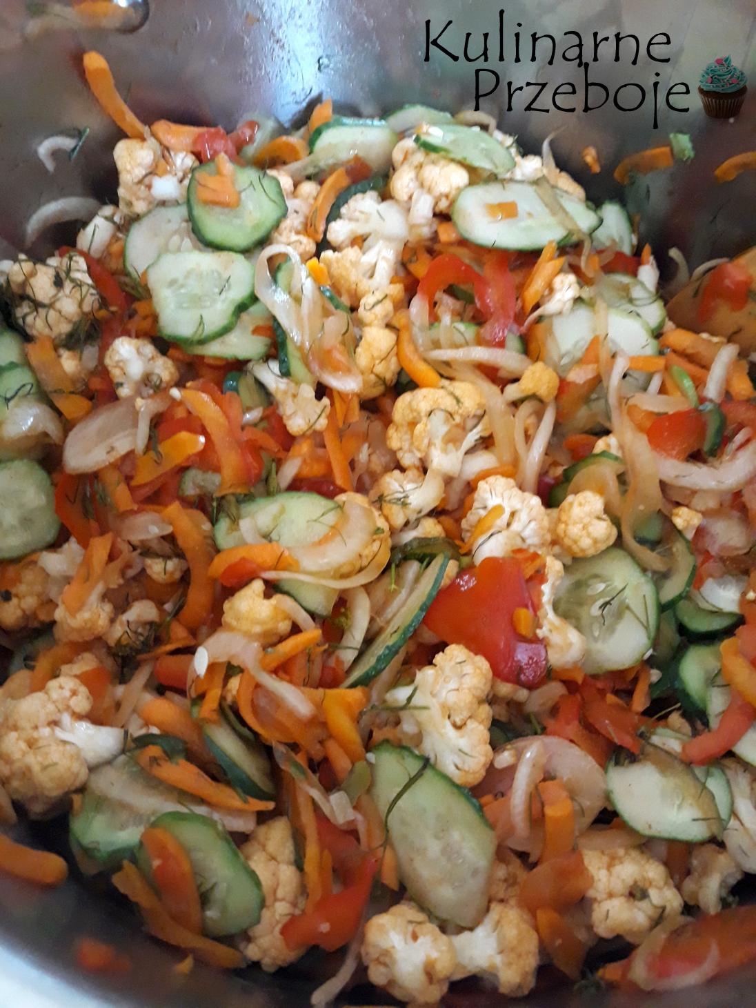 Sałatka z kalafiora w zalewie pomidorowej