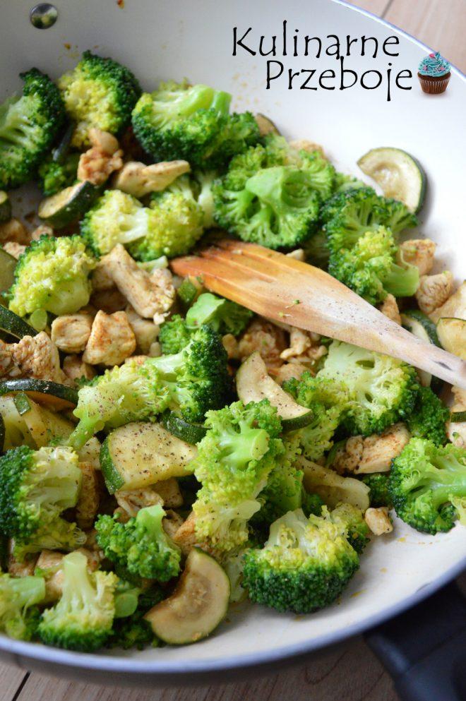 Dietetyczny Kurczak Z Cukinia I Brokulami Kulinarneprzeboje Pl