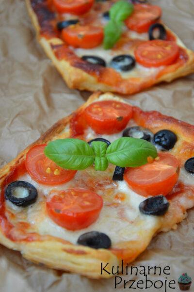 Pizzerinki z ciasta francuskiego jako idealna przekąska