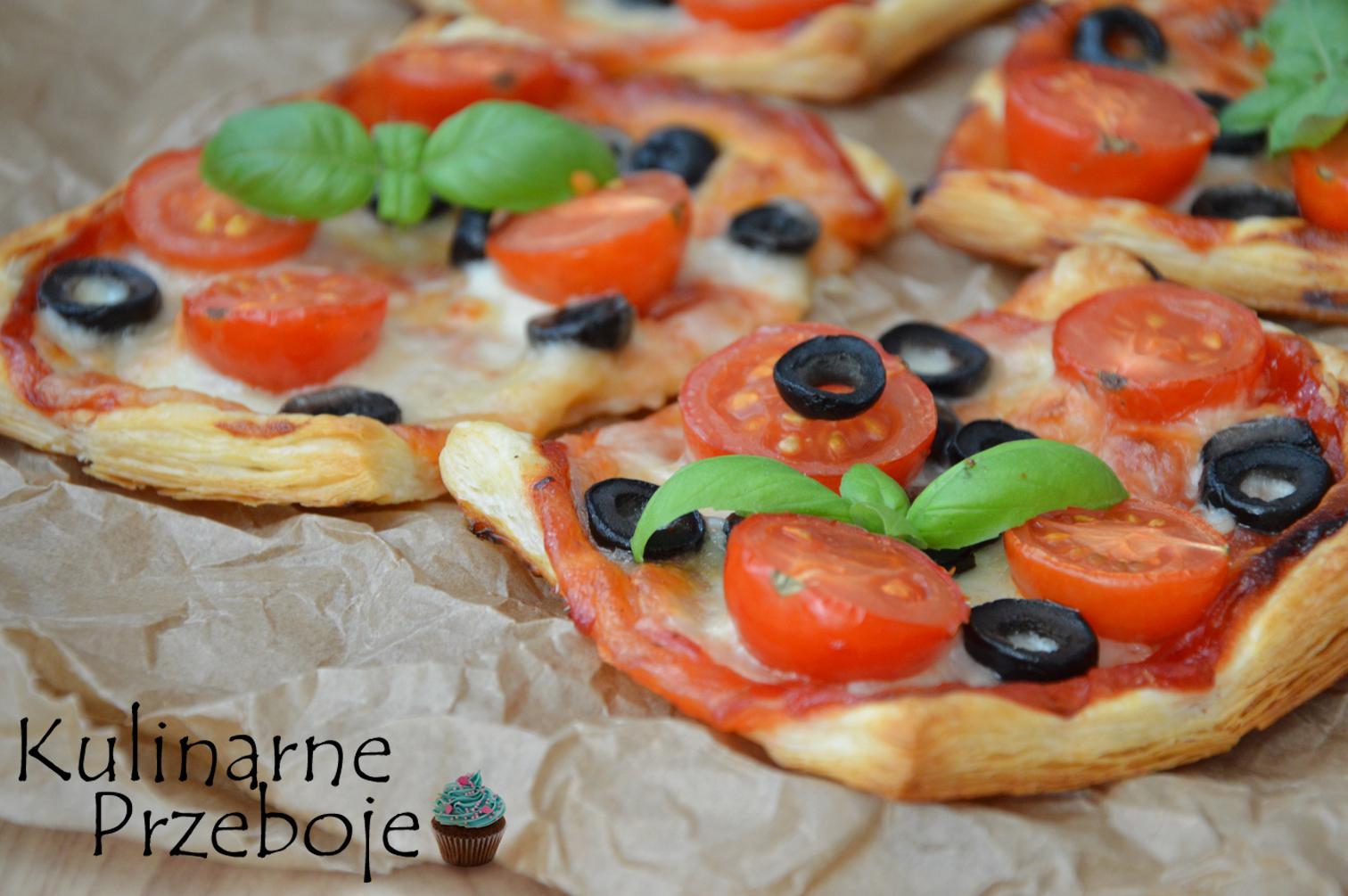 Ciasto francuskie, pomidorki i oliwki - idealna imprezowa przekąska