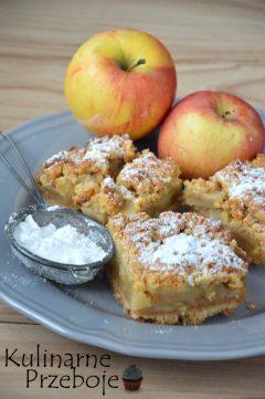 Szarlotka z jabłkami na kruchym cieście z dodatkiem cukru pudru