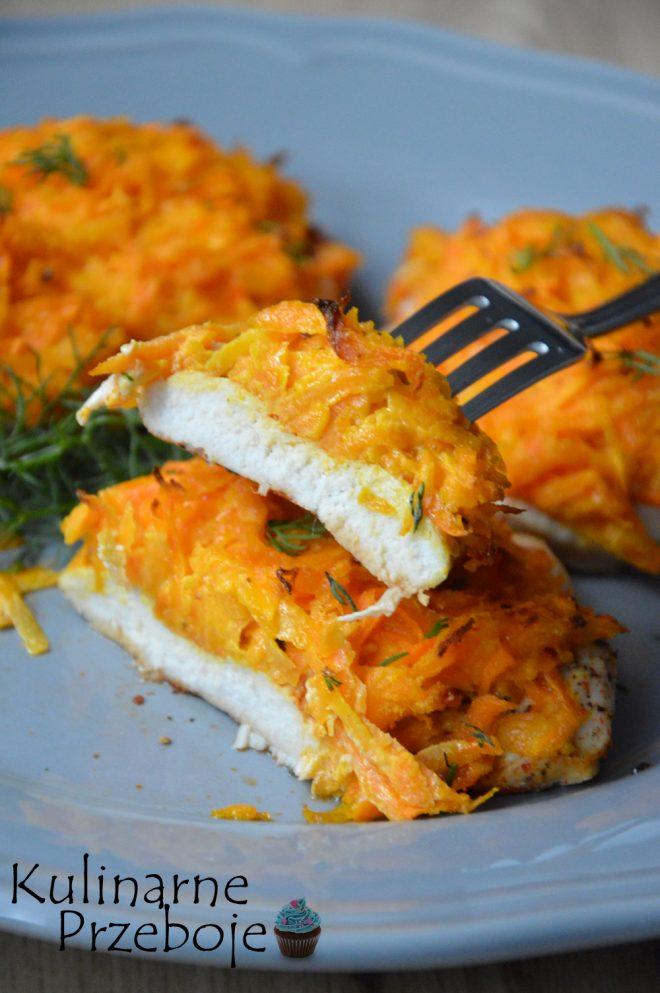 Piersi z kurczaka pod marchewkową pierzynką, pomysł na obiad