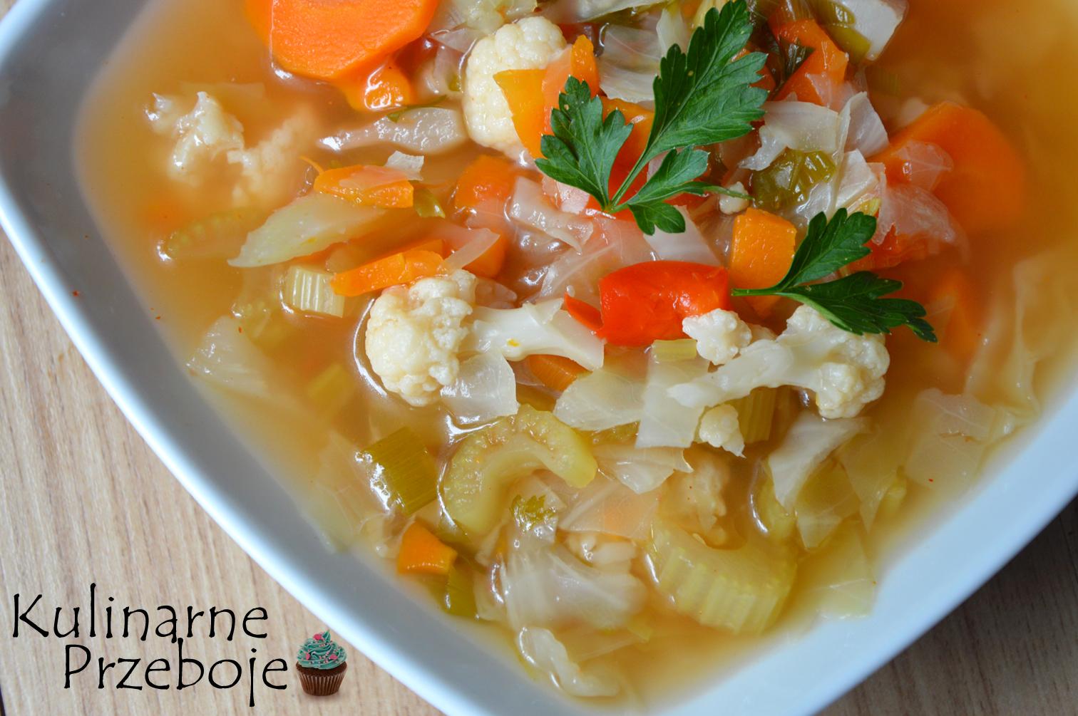 zupa spalająca tłuszcz z kurczakiem, kapustą i kalafiorem