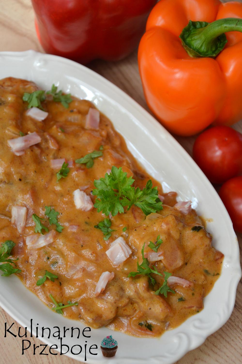 Udka z kurczaka w sosie miodowo-musztardowym z boczkiem