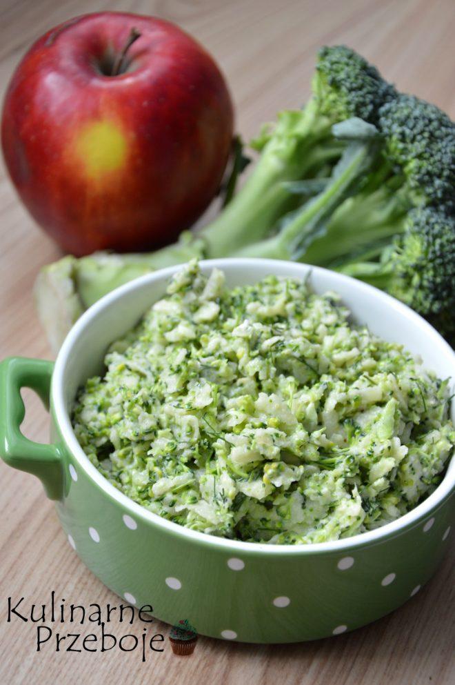 Przepyszna surówka z brokuła z dodatkiem jabłka