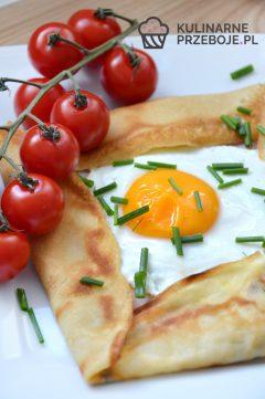 Szybkie sadzone jajko w kieszonce naleśnikowej