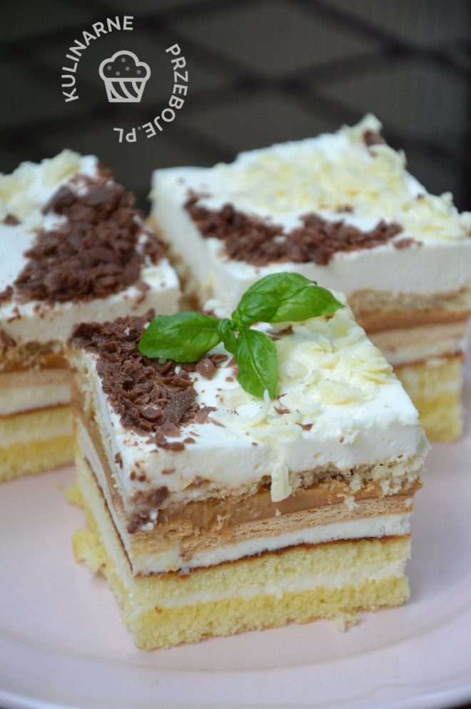 Ciasto z białą i czarną czekoladą z krakersami