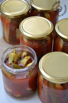 Słoiki na zimę, słodkie ogórki w ketchupie