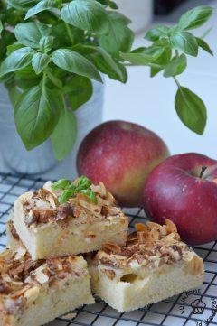 Delikatne, pyszne ciasto z jabłkami i wiórkami migdałów