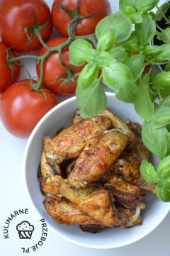 Skrzydełka z kurczaka z przyprawami, pieczone w piekarniku