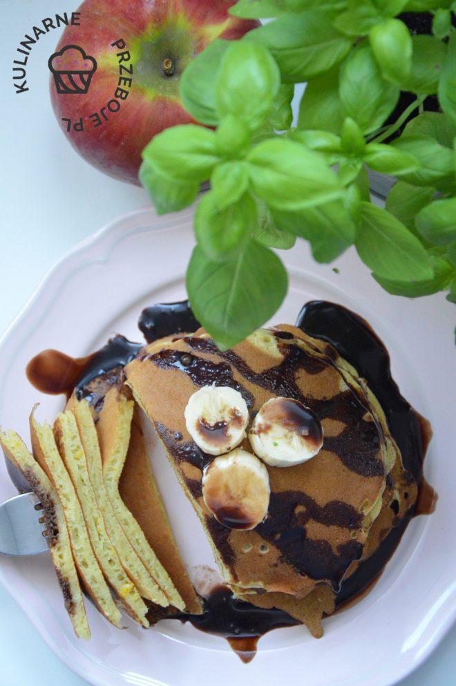 Amerykańskie Pancakes w polewie czekoladowej z kawałkami banana