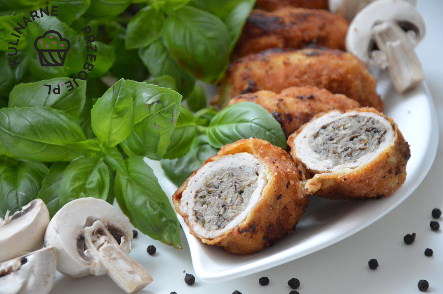 Schabowe roladki z pieczarkami i kiszoną kapustą
